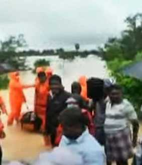 Flood water enters houses in Cuddalore Bharathampattu ... 12 people rescued in the first phase !!