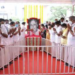 chief minister and ADMK mla's pay homage to aringar anna
