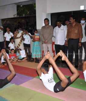 Modi birthday celebration 70 kids did yoga