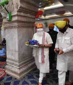 Prime Minister Modi goes to gurudwara without security arrangements!