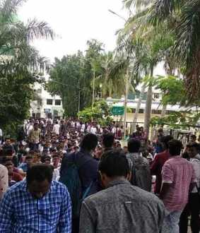newcollege students protest against cab