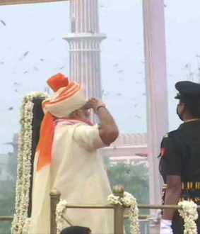 Prime Minister Modi hoisted the national flag at the Red Fort in Delhi
