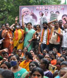 BJP women wing in front of Chennai Collector's Office