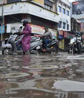 Chennai's Major roads submerged in Rain Water